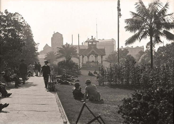 Wynyard Park walkway, 1910. The bandstand was removed when the park was dug up for the construction of the underground railway in the late 1920s / early 1930s. #sydney #cityofsydneyarchives #history #archives