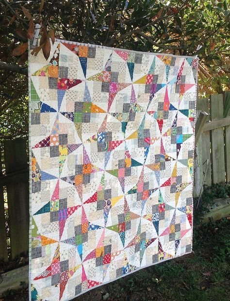 This has got to be the most unique quilt I've ever seen.  After careful examination, it's two HRTs with a cornerstone laid next to a 4-patch, paying careful consideration to color value.  Man, I love this layout.