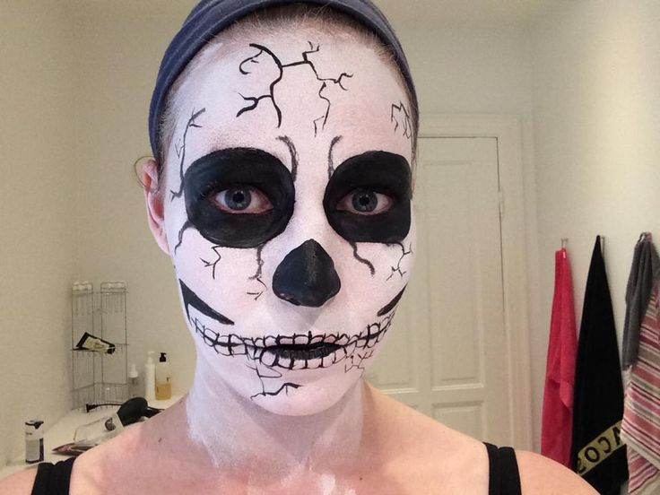 En af vores ansigtsmalere øvede sig op til Halloween.