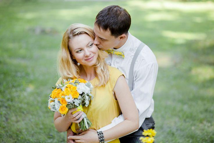 фотосессия, желтый, серый, любовь, счастье, поцелуй, галстук бабочка,желтое платье, подтяжки, лав стори, фотограф, свадебный фотограф, новосибирск, томск, фотограф на свадьбу, лето, yellow, grey, happy, love, wedding, love story, photographer, Novosibirsk, Tomsk, kiss, bow tie, yellow dress, цветы, макаруны, flowers, macaroons