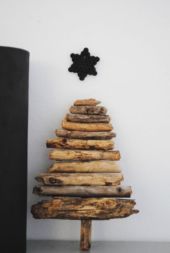 Log Christmas Tree || via http://moastidrom.blogspot.com/2011/12/nymalt-sort-stol-litt-glitter.html #birch