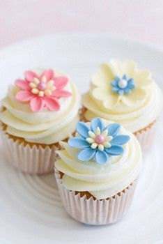fondant flowers - too pretty! Perfect for Easter or Moms or baby showers