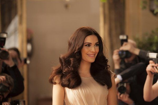 Berguzar Korel S Hair Make Up And Style Berguzar Hair Korel Korel39s Makeup Style 2019 Dogal Sac Ve Sac Stilleri