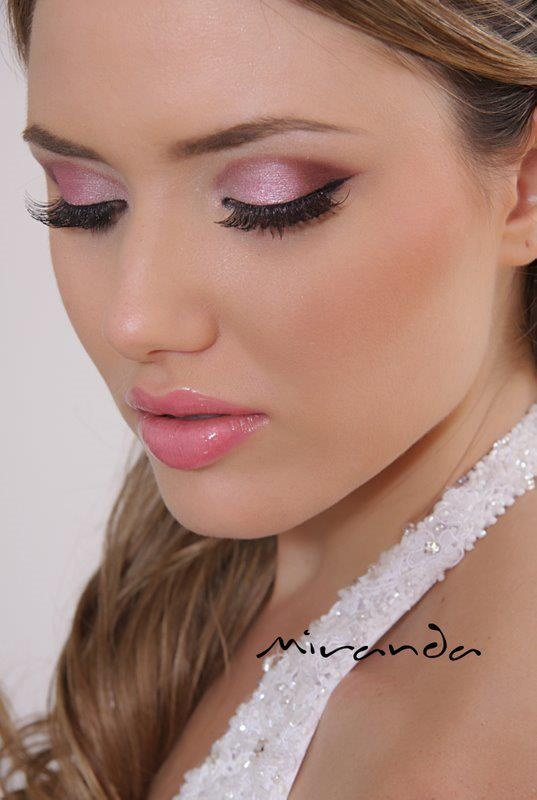 Pink Eyeshadow Tutorial: Light Pink Eyeshadow With Blush And Some Pink Gloss. I Love It