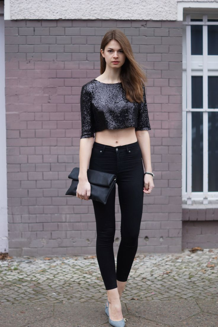 Festive Outfit: Sequin Top  http://www.whaelse.com/festliches-outfit-pailletten-top/  modeblog, fashionblog, sequins, sequin top, Urban Outfitters, cropped, crop top, nye, jeffrey campbell, cheap monday, high waisted, black jeans, how to wear, whaelse