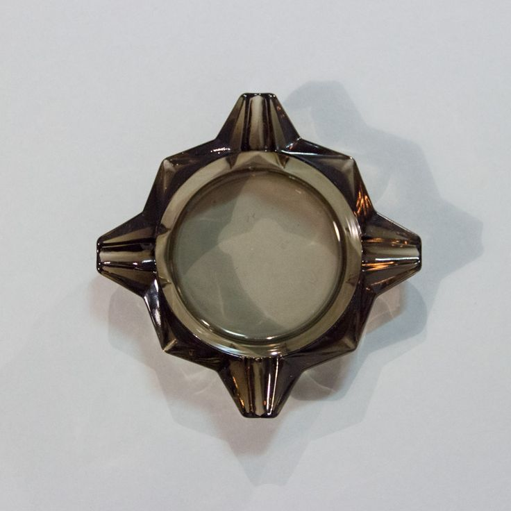 Czarna popielniczka art deco.  #vintage #vintagefinds #vintageshop #forsale #design #midcentury #midcenturymodern #glass #ashtray