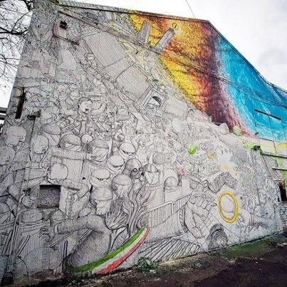 """[gli amici di Iperbole fotografano] Street art a Bologna: la nuova opera di Blu ispirata al """"Signore degli Anelli"""" di J.R.R.Tolkien's ;-) photo credits >http://urly.it/27e"""