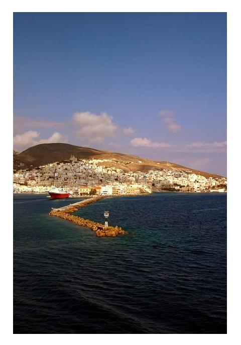 μπαίνοντας στο λιμάνι, Σύρος -entering the port, Syros, Greece