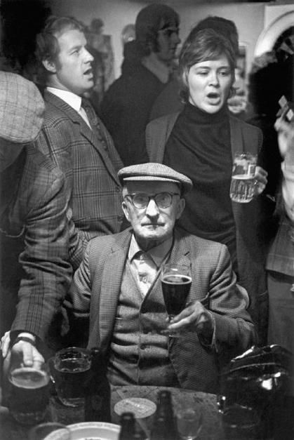 David Hurn, A sing song in a local pub in the village, Wales, 1973