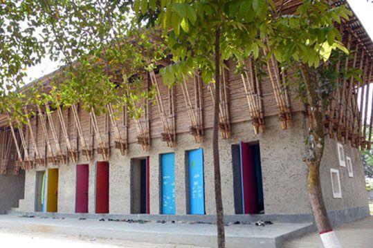 école construite en 4 mois avec les mains ana Heringer Rudrapur Bengladesh