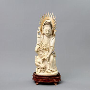 Guanyin aus Elfenbein. CHINA, um 1900
