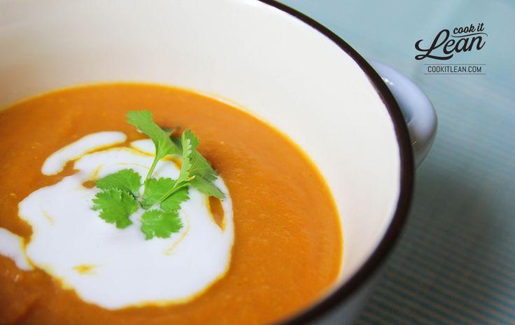 Kasia 07.11.2013 Może to i temat oklepany ale ostatnio miałam okazję zjeść zupę dyniową w kilku lokalach gastro i stwierdziłam, że są totalnie miałkie … dlatego prezentuję Wam mój przepis na wyrazistą wersję zupy z dyni ;)