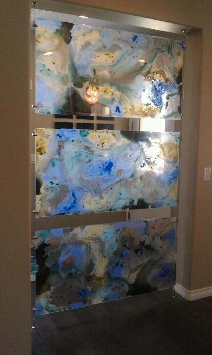 Plexiglass panels as a room divider