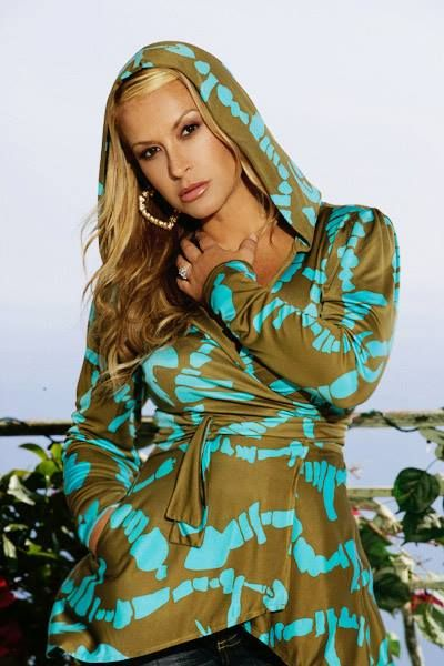 Visit our official gallery with more than 13,000 photos of Anastacia - now online with a brand new look: www.anastaciafanclub.com.pt/galeria