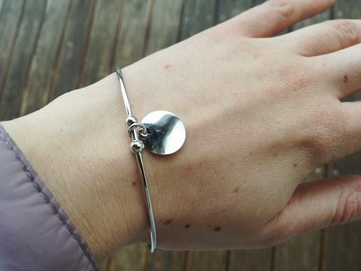 Silberarmbänder - ARMREIF CELEBRITY AUS SILBER 925 MIT RUND-ANHÄNGER - ein Designerstück von KamillaSchmuck bei DaWanda