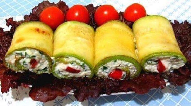 Întrucât s-a început sezonul legumelor proaspete, venim cu o rețetă inedită din dovlecel. O mâncare unde dovleceii gingași se îmbină perfect cu umplutura picantă, cu verdeața aromată și cu o felie suculentă de roșie. Dispare de pe masă la fel de repede cum se gătește. INGREDIENTE: 2 căței de usturoi; 360 gr de brânză topită; 2 dovlecei; 3 roșii; mărar sau pătrunjel – după gust; 1 lingură cu vârf de maioneză; ulei pentru prăjit; sare – după gust. MOD DE PREPARARE: Tăiați dovleceii fâșii lungi…