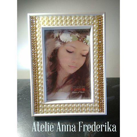 Porta retrato 10x15 branco com Strass e pérolas, perfeito para sua decoração…