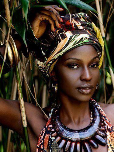 Tout savoir sur la mode ethnique africaine, vêtements, sacs et bijoux ethniques chics du monde et d'Afrique, les tendances actuelles de la mode femme.
