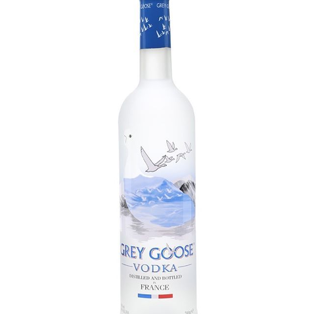 """""""‼️Giveaway ‼️ we are giving away a bottle of Grey Goose and some Drunk'in Punch pouches 💃🏽 to enter 1.You must be following 2.Tag 3 of your friends (UK only, over 18's only) 🤗🍹winner will be chosen on Monday 26th June 🙏🏾Good Luck 😉 *have to collect prize* #cocktails #cocktail #cocktailhour #cocktailparty #shooter #cocktailoftheday #cocktaillover #cocktailporn #slushie #bartender #mixology #mixologist #trend #tipsybartender #cocktailmania #events #event #eventstyling #eventstylist…"""