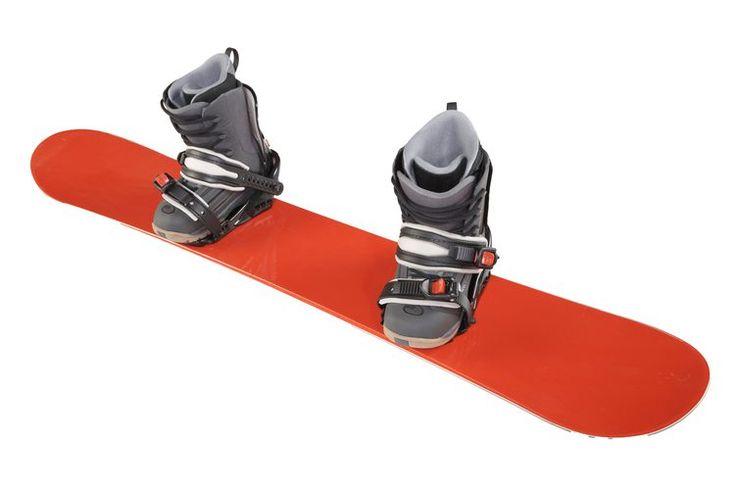 ¿Cúanta correa se debe dejar en los herrajes de sujeción de una tabla para nieve (snowboarding)?. Un juego estándar de correas para tabla de nieve (snowboard) incluye cuatro correas -- una para la punta de del pie y una para el tobillo en cada herraje de sujeción. Las correas están pensadas para ...