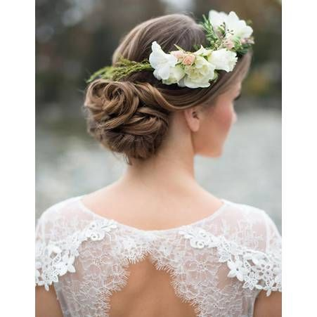 Coiffure mariée avec couronne de fleurs
