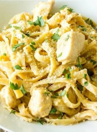 ♨ Cajun Chicken Alfredo  http://thewholesomedish.com/one-pot-wonder-cajun-chicken-alfredo/