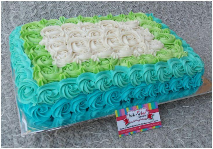 Rosette, die blauen türkisgrünen und weißen Blattkuchen vereist   – Lekkerbek
