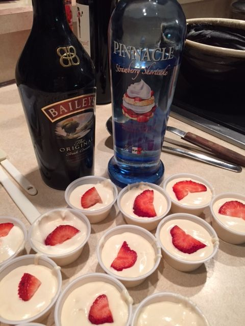 STRAWBERRY SHORTCAKE PUDDING SHOTS! Nothing says early summer like fresh strawberry shortcakes!
