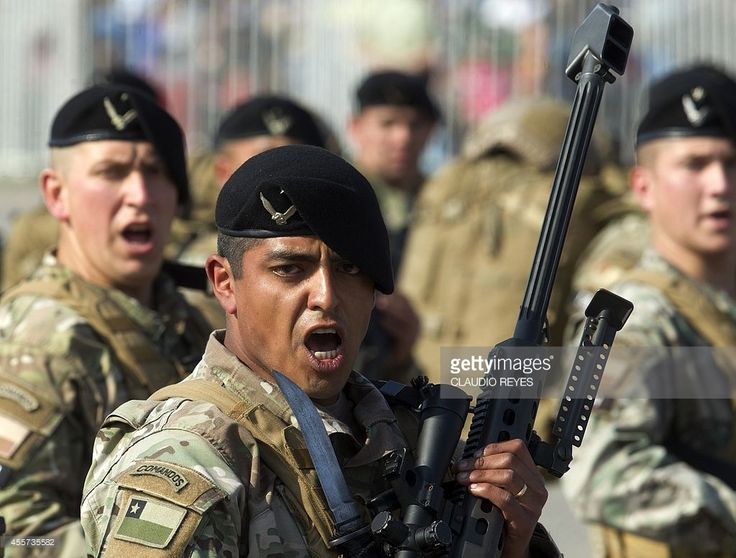 Chilean army commandos participate in a military parade in ...