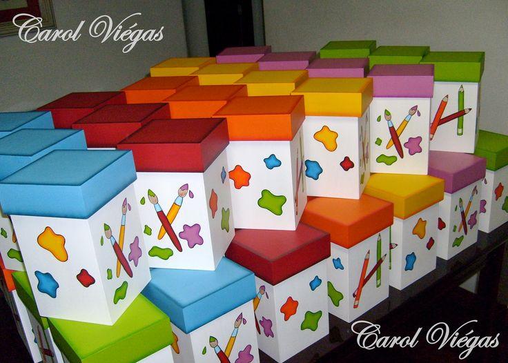 Essas caixas foram feitas para o aniversário da Amanda. Lindas lembrancinhas recheadas de guloseimas. Caixa em mdf. Técnica: 100% pin...