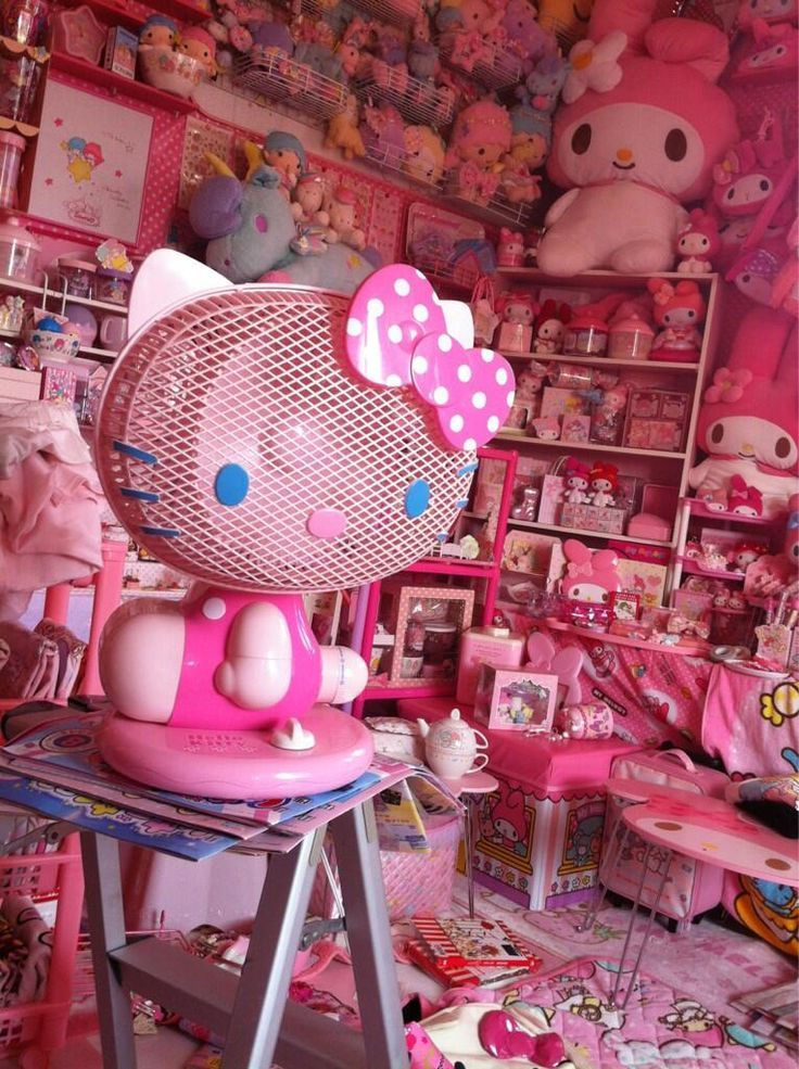 Wow, her room looks like the Hello Kitty store threw up lol but it's still pretty cute. :3 | .⁺˚.∗̥✩Kawaii Doll House.∗̥✩⁺˚ | Pinterest