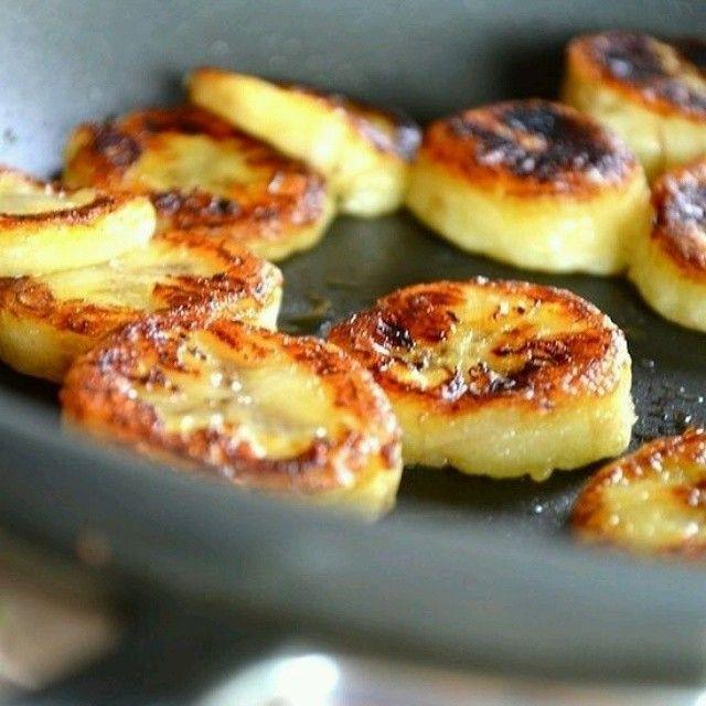 Rodelinhas de banana grelhadas com mel e canela!! Para quem está a fim de um docinho... Veja mais idrias culinárias na tag #ideiascriativasnoyes. Foto: Pinterest.