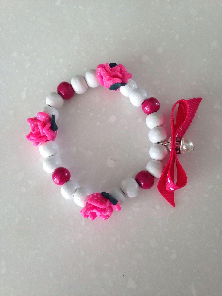 Een persoonlijke favoriet uit mijn Etsy shop https://www.etsy.com/nl/listing/524730682/armband-voor-meisje-met-3-bloemen-en-een