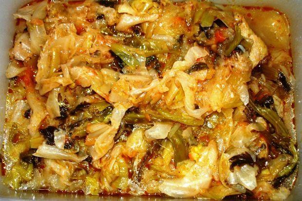 Χειμωνιάτικο λαδέρο με πράσο, σέλινο και λάχανο. Μια εντράδα μούρλια, δηλαδή, χωρίς κρέας