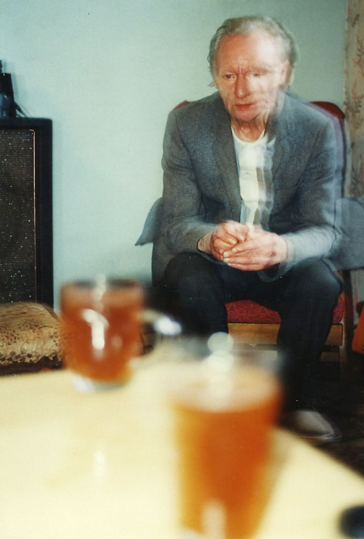 Ray's a Laugh, Richard Billingham – Documenting life with his alcoholic father