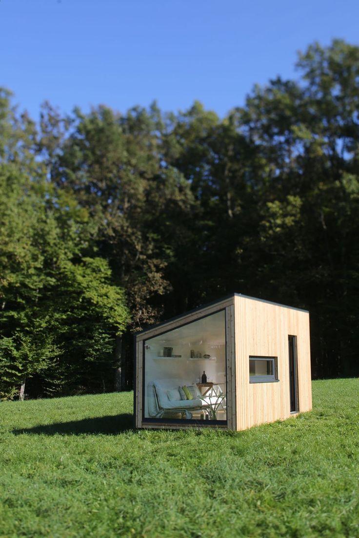 mini maison bois tiny house en elle a construit sa mini maison with mini maison bois latest. Black Bedroom Furniture Sets. Home Design Ideas