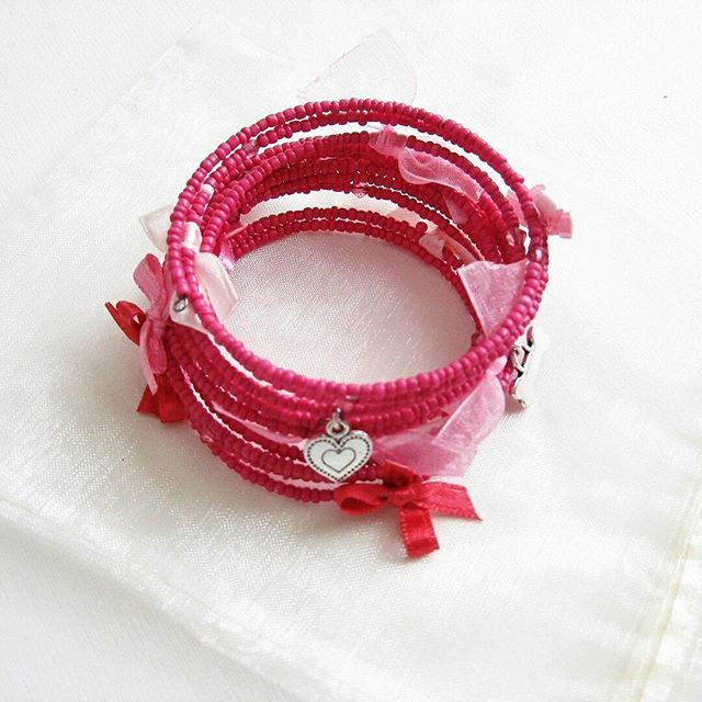 """Wikipedia says """"Pink is a pale red color that is named after a flower of the same name. It was first used as a color name in the late 17th century."""" Interesting 🙌 This bracelet is for my friend's daughter, I hope that she'll like it?🌺🌸🌼 • • • #giftsforgirls #giftsforher #love #creativityfound #creativehappylife #creativepreneur #thegramgang #thenativecreative #calledtobecreative #nothingisordinary #becreative #design #designer #creativeminds #creativemindset #abmlife #abmlifeiscolorful…"""