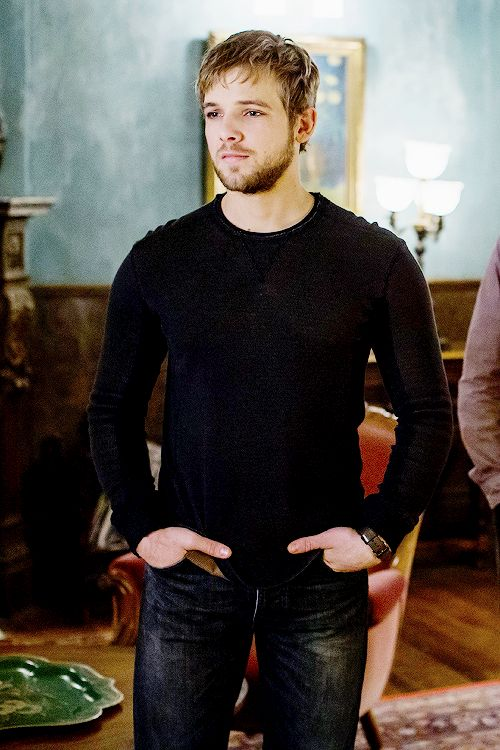 Adam Dylan Roberts play by Max Thieriot