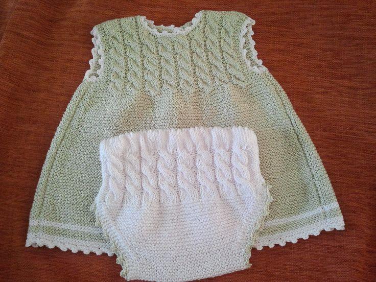 Vestido y braguitas a juego para niña de punto hechos a mano