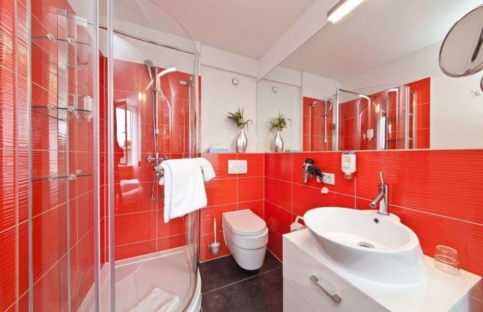 дизайна ванной комнатты в красно-белом цвете