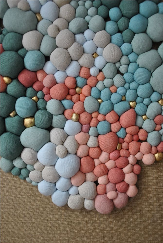 Obras 2015 - Serena Garcia Dalla Venezia -  stunning textile art from small handmade fabric balls that she then groups together. Growth and accumulation, order and chaos are the driving inspiration behind her work. The effect is somewhat pixelated in the end, full of thoughtful gradations in color and contrast.