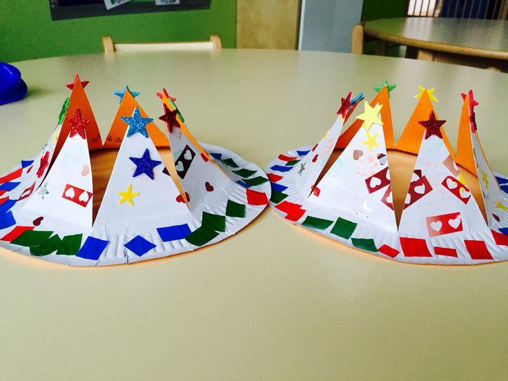 Dia dos Reis. Coroa feita em prato de cartão. Das de 2 anos. #ColégioMonteFlor #EducadoraElisabete