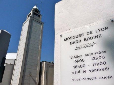 « Le bâtiment devrait ouvrir ses portes à côté de la Grande Mosquée de Lyon dans le 8e arrondissement en décembre 2017. » « Il est « Conçu comme un « centre culturel » » « Pour sa construction, l'établissement recevra une subvention de la Ville de Lyon...