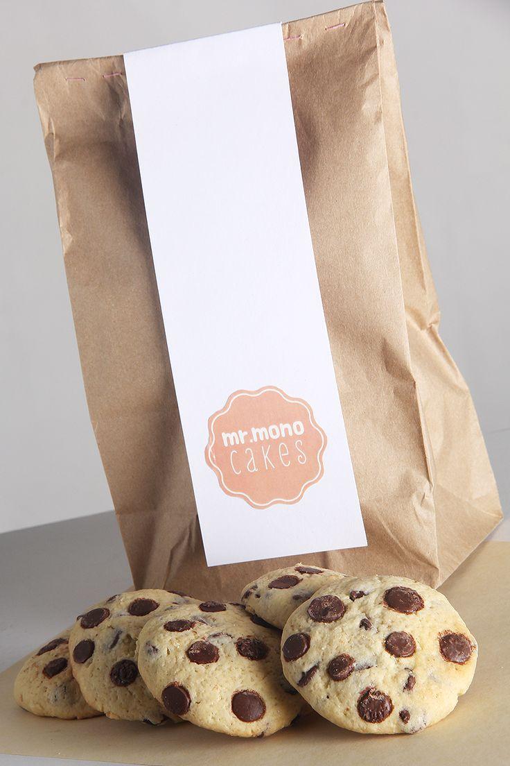 Galletas con chispas de chocolate en un empaque sencillo y especial.