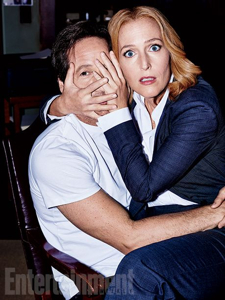 'X-Files' returns: New EW exclusive photos | <em>X-Files</em> boss Chris Carter (right) at a production meeting | EW.com