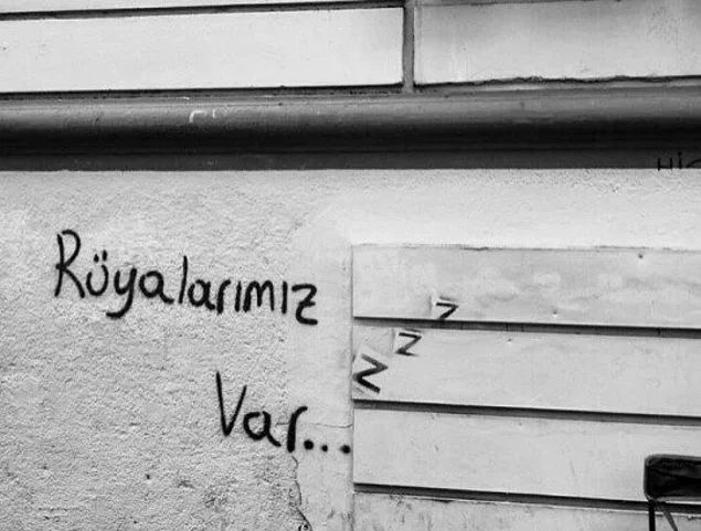 Poyraz Karayel'in Konuşan Duvarından Gelen Aşk, Hayal Kırıklığı ve Özlem Dolu 18 Mesaj