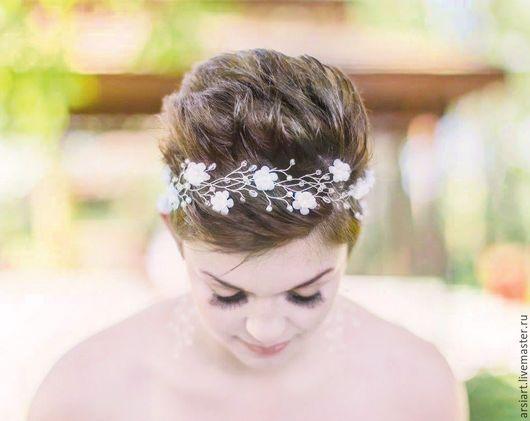decorações de casamento feitas à mão.  Mestres Fair - feito à mão.  Compre 32_Zhemchuzhnaya coroa do casamento, flor tiara coroa branca de prata.  Handmade.
