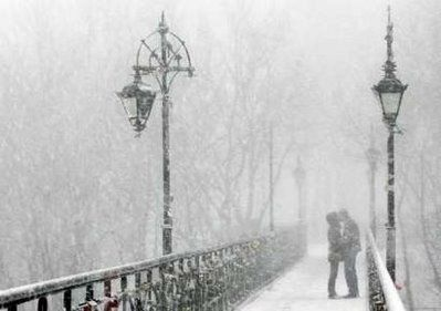#Love in the #snow: Winter Snow, Snow Fall, Engagement Pictures, A Kiss, Winter Engagement, Engagement Photo, Romantic Places, Central Park, Bridges