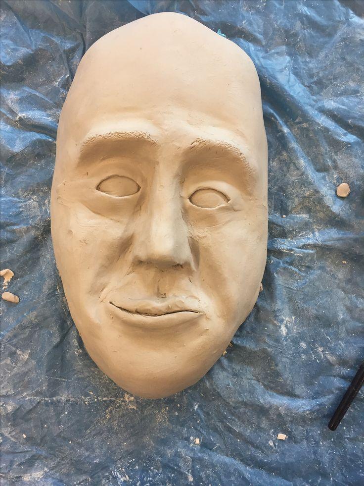 In deze les heb ik het gezicht glad moeten maken met water, een sponsje en een kwast. Ik ben nog niet helemaal tevreden dus ik ga proberen de volgende les het nog te verbeteren.