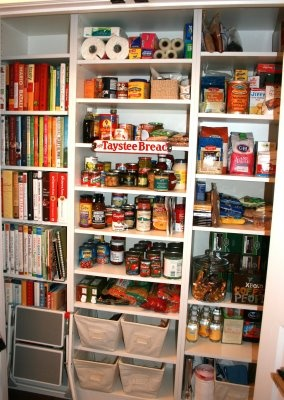 The Polished Pebble: Other Peoples Pantries: People Pantries, Organizations Ideas, Pantries Ideas, Kitchens Ideas, Organizations Pantries, Recipes Books, Great Ideas, Storage Ideas, Kitchens Storage